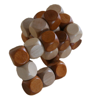 Holzwürfel und Puzzles